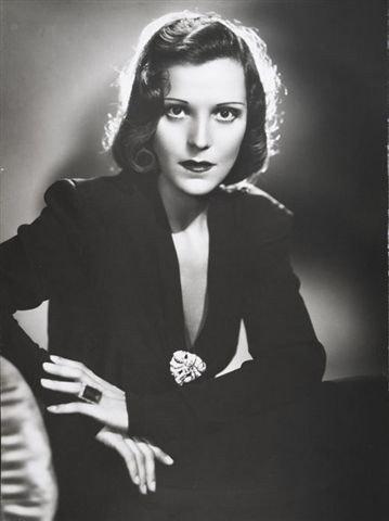 L'attrice Elisa Cegani con un abito di Caraceni, 1948
