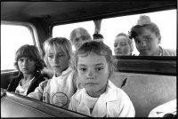 Paola Agosti | Ritorno da scuola. El Arañado (Argentina), 1991