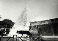 Paola Agosti | Piramide Cestia, Roma, 1994