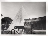 Paola Agosti - Piramide Cestia. Roma, 1994