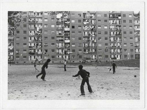 Paola Agosti - Torino, via Artom, quartiere Mirafiori sud. 1974