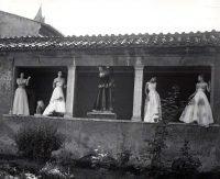 Pasquale De Antonis | Modelle alle Terme di Diocleziano con abiti di De Gasperi, sorelle Fontana, Gattinoni, Roma 1948