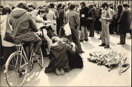 Studenti ai cancelli di Mirafiori, Torino, 1973