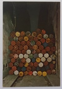 Christo: 1961-62 Wall of barrels-iron curtain