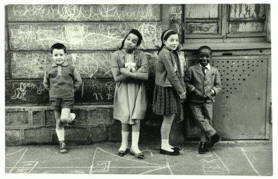 Mario Dondero | Bambini alla Courbevoie, Parigi, aprile 1960