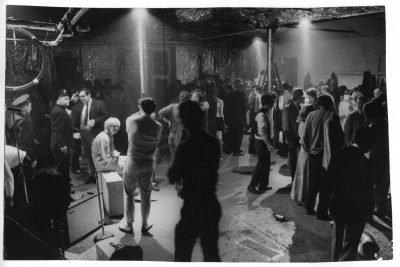 Ugo Mulas | La polizia interrompe una festa nella factory di Andy Warhol. New York 1964