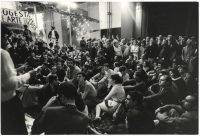 Ugo Mulas | Assemblea degli artisti occupanti nel salone della Triennale. Milano 1968
