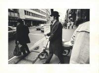 Gianni Berengo Gardin | Londra, 1970. Un impiegato della city esce per il pasto di mezzogiorno